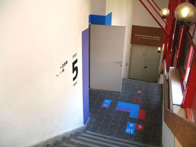 המדרגות לקומות 4 ו-5